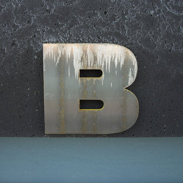 Small_exterior-museum-lettering-close-up@2x